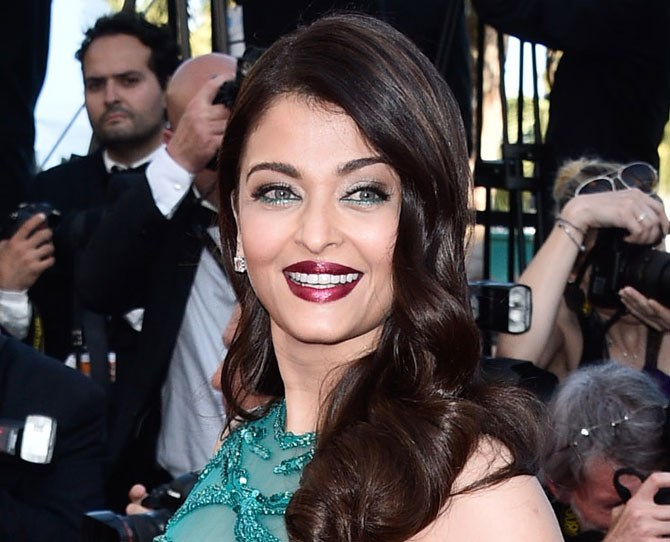 Even though Aishwaraya Rai has A LOT going on here, her bright turquoise liner really makes her eyes pop.