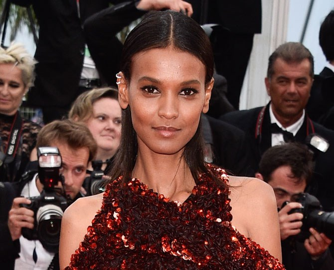 We're back on the inner rim eyeliner bandwagon after Liya Kebede showed off perfectly defined eyes on the red carpet. Hot tip for young players: it's best to use waterproof products in this moist environment.