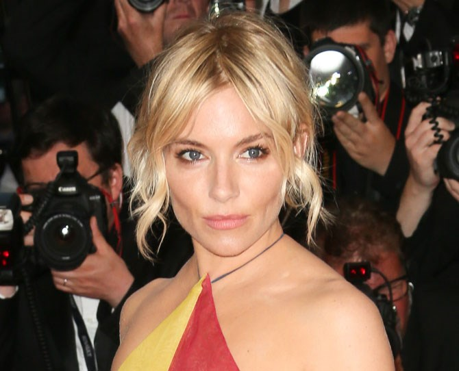 Blue-eyed girls pay attention – a dusting of copper and gold shadow on the outer corners of your eyes will look MAGICAL. Case in point: Sienna Miller.
