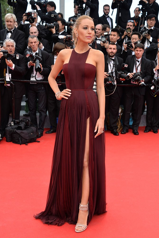 She lured us into thinking oxblood could be worn easily in this regal dress. Because, STUNNING.
