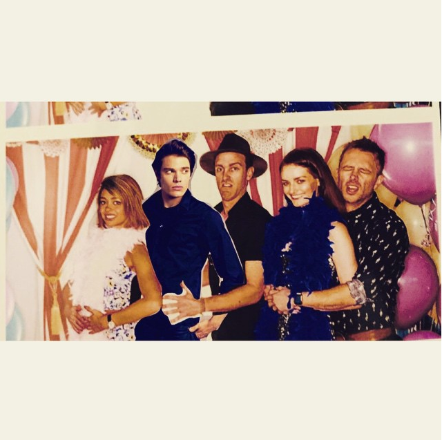"""Taylor even managed to find a cardboard cutout of Dominic Sherwood lying around. 'Cos she's just that kind of friend.   *""""@therealsarahhyland: Awkward prom photos at @jaime_king's baby shower! So nice of @domsherwood to show up! Thanks @mynameisrazzle for the picture!""""*"""