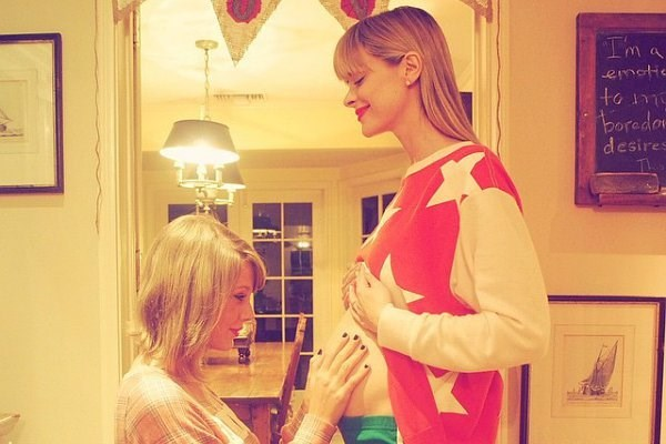 A couple of months ago, Taylor Swift was asked by the Mama of her squad, Jaime King if she'd be the fairyGodmother of her new baby. Clearly taking her new role VERY seriously, Taylor just threw the most epic baby showers of all time..