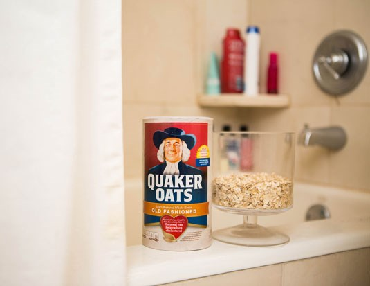 **13. Draw a warm bath and sprinkle in one or two cups of oatmeal to calm dry, itchy skin.** If your skin is really dry or if you get a sunburn and want to soothe the redness, take an oatmeal bath. Oats not only contain fats that act as lubricants, which moisturize dry skin, they are made up of complex sugars (polysaccharides), which leave a gelatinous film in bathwater and on your skin, helping to deal with dryness and itchiness.