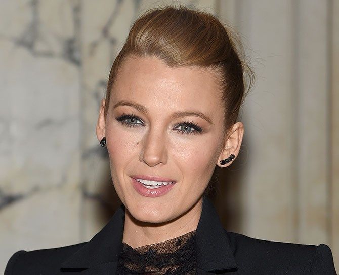 Blake nails a subtle cat eye with a soft sweep of shadow and lashings of mascara. Copy her look by ditching the liner and creating your feline flick with eyeshadow.