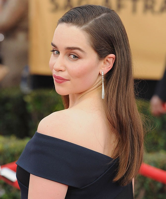 First, Emilia Clarke had us all OBSESSED with her platinum wig, then she revealed her true brunette colours, and now her hair is different *again*.