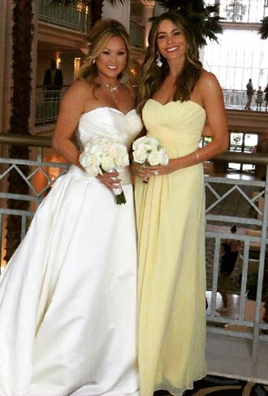 How amazing does Sofia Vergara look in this shade of lemon?! What a stunning picture of Sofia and the bride.