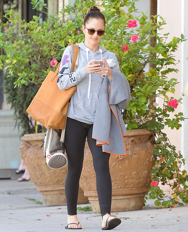 Minka Kelly is a total zen babe. We want that yoga mat case.