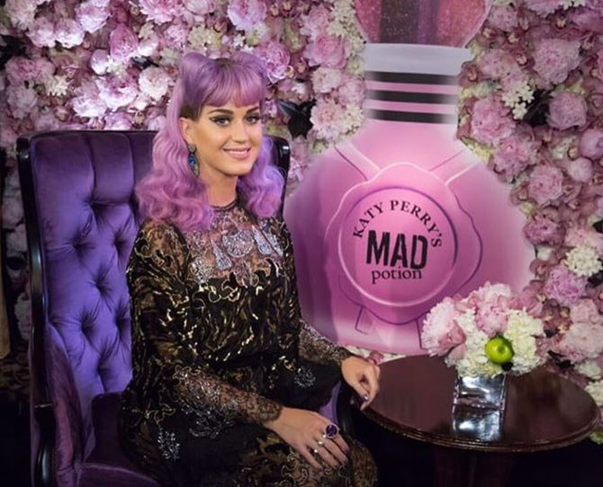She debuted her magical lilac colour at the launch of her new fragrance and it's just *SO* whimsy.
