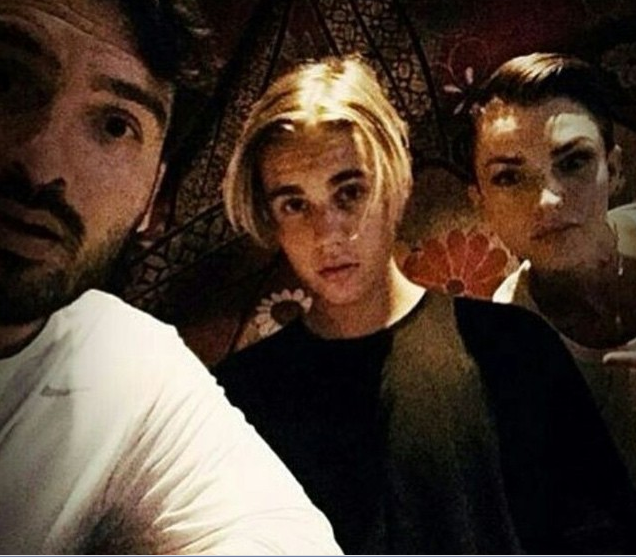 The new celebrity BFFs had a hang date and it looks like gravity just got the Better of the Biebs' 'do. Here's hoping this doesn't become a 'thing'.