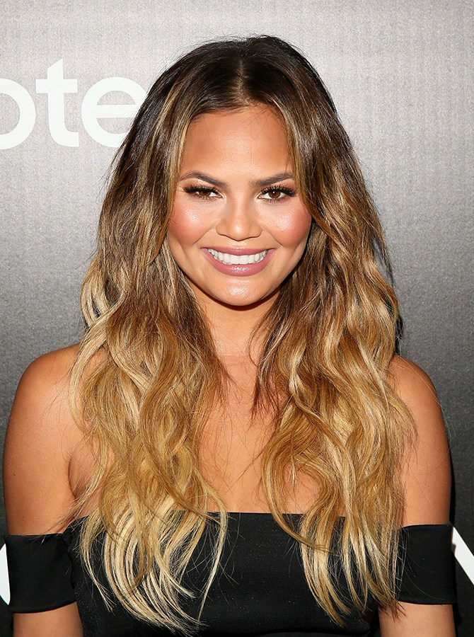 """We seriously admire Chrissy Teigen for her [Doritos hacks](http://www.cosmopolitan.com.au/health-lifestyle/healthy-eating/2015/8/chrissy-teigen-eats-everyday/ target=""""_blank""""), [stretch marks](http://www.cosmopolitan.com.au/celebrity/celebrity-gossip/2015/5/11-times-chrissy-teigen-was-amazing-on-social-media/ target=""""_blank"""") and hilarious [fried chicken bum dance](http://www.cosmopolitan.com.au/health-lifestyle/lifestyle/2015/8/chrissy-teigen-bum-friend-chicken-video/ target=""""_blank""""). But we also think her hair and makeup is *always* flawless. So here are 15 of our favourite looks. **1. We're starting out strong with her signature tousle, glowy skin and rosy cheeks. Sea salt spray come at us. **"""