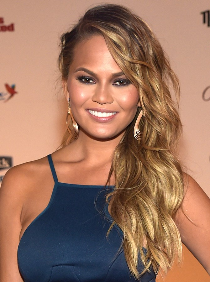 **3. Side swept curls and a sizzling smoky eye. Yes and YES.**
