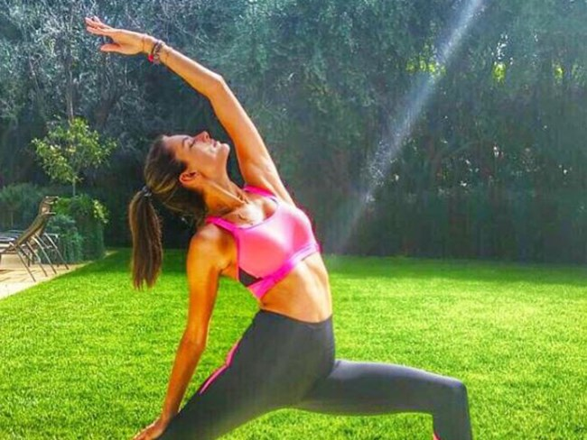 Alessandra Ambrosio's Personal Trainer gave us a one week workout and nutrition guide