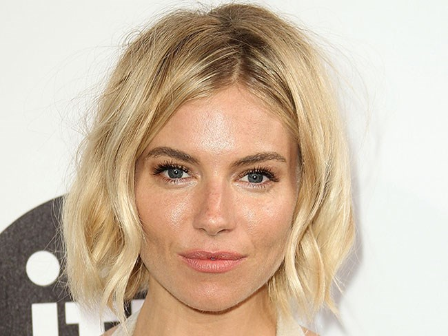 Sienna Miller giving us all the goals, no matter what colour her hair is. This new shade of red is GORGEOUS...