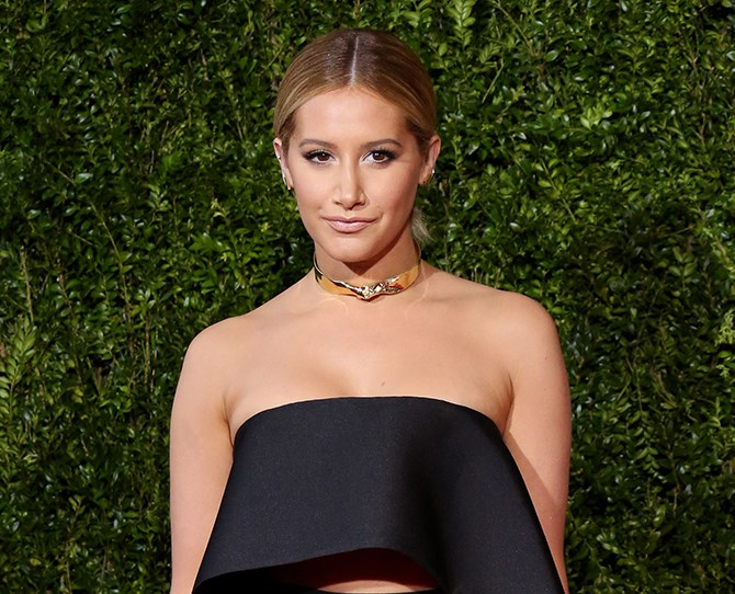"""Ashley Tisdale's natural sandy hair with [sexy regrowth](http://www.cosmopolitan.com.au/beauty/hair/2015/4/20-different-ways-these-celebs-make-regrowth-look-hot/ target=""""_blank"""") has been completely transformed."""