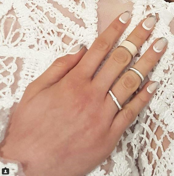 """14. Oulined Nails at Jonathan Simkhai Via [@mtmorgantaylor](https://instagram.com/mtmorgantaylor/ target=""""_blank"""")"""