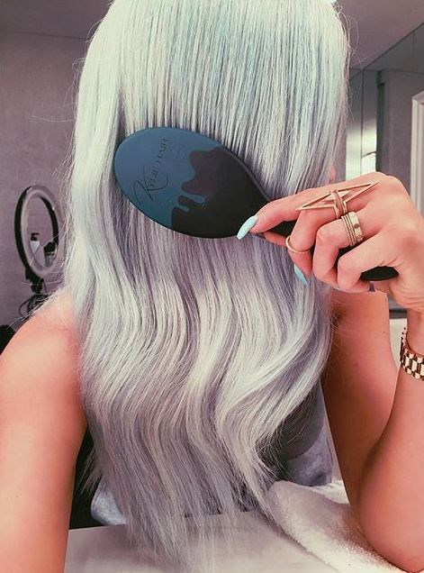 10. That time she matched her manicure to her mermaid hair.