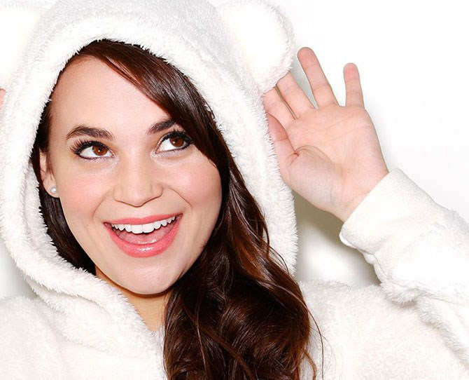 """**10. ROSANNA PANSINO**   **WHO?** If you ever wanted to spend your entire weekend baking a cake that will be devoured in minutes, then Rosanna Pansino is the YouTuber for you!   **2015 EARNINGS:** AU$3.44 million   **HOW?** Another self-taught YouTuber, Pansino found online stardom with her Nerdy Nummies baking channel, where she shows her nearly 5 million followers the science behind the perfect cupcake and other treats.     [Rosanna Pansino Youtube channel](https://www.youtube.com/channel/UCjwmbv6NE4mOh8Z8VhPUx1Q