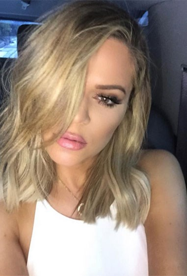 And we are OBSESSED with this gorgeous wavy lob! Khlo's new look was revealed by her hairdresser Jen Atkin on Instagram. *runs to hairdressers*