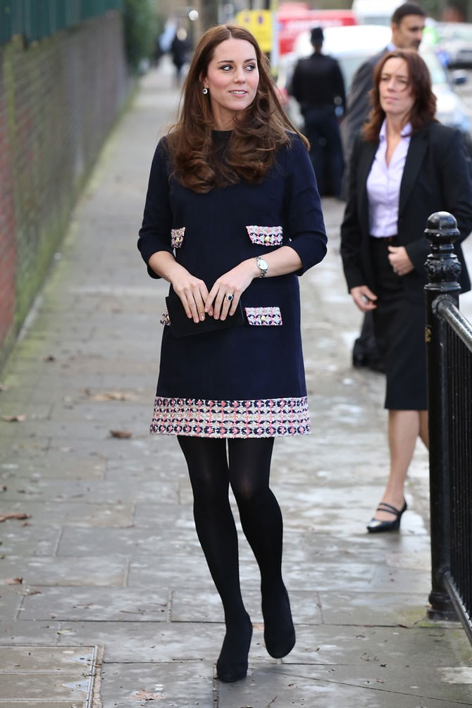 She started last year off with that gorgeous little baby bump poking out ever so slightly. A shapeless mini shift dress being the perfect complementary piece.