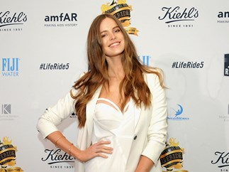 Robyn Lawley shows off her 'bad ass' stretch marks on Instagram