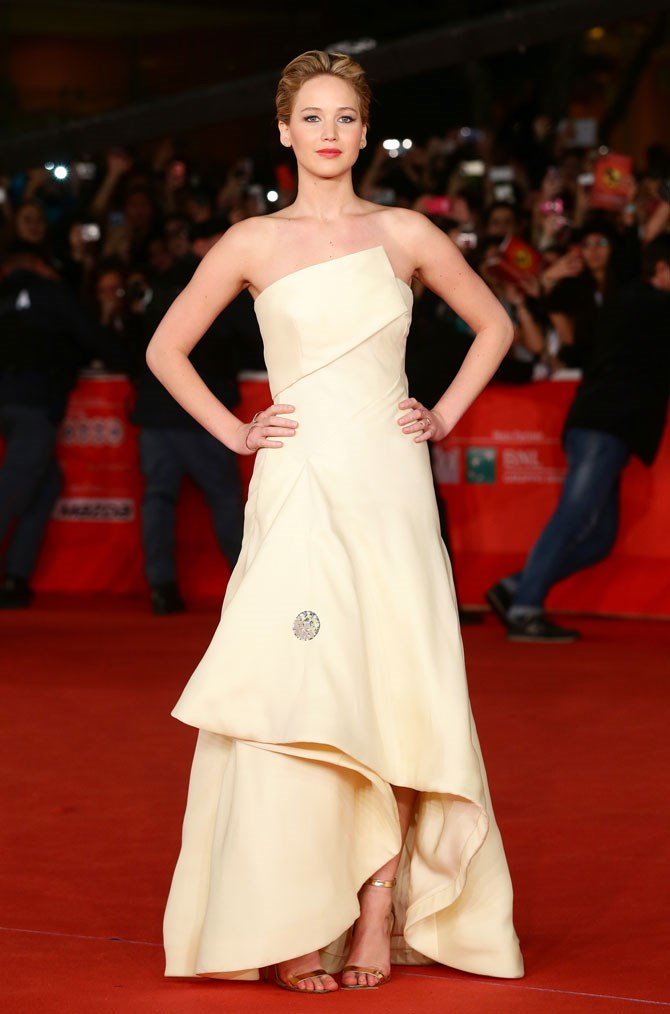 At the Rome Film Festival that year she looked lovely in lemon, with this gorgeous, layered strapless gown.