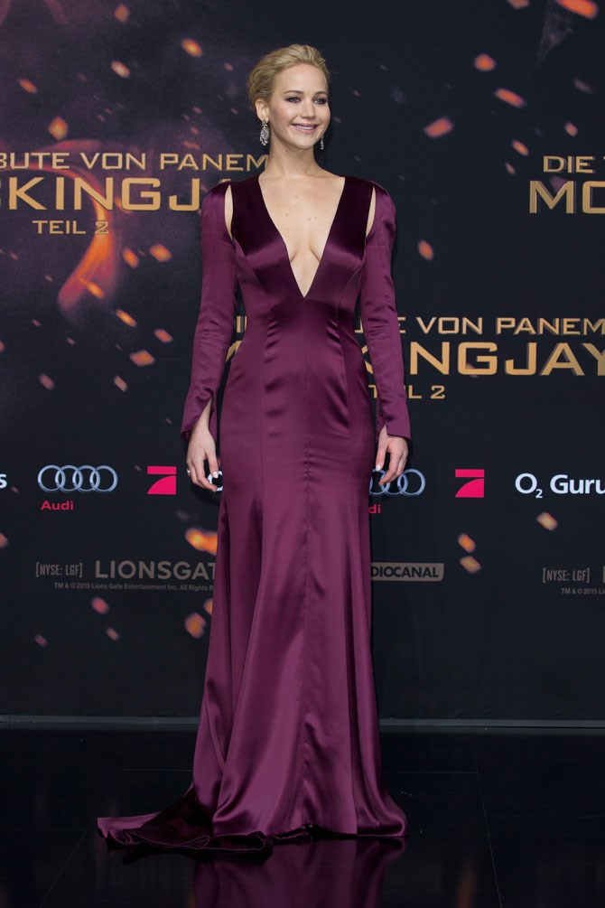 And just when you thought she couldn't top last year's efforts, she goes and steps out in this wine coloured, long sleeve gown at 'The Hunger Games: Mockingjay Part 2' world premiere just last week in Berlin.