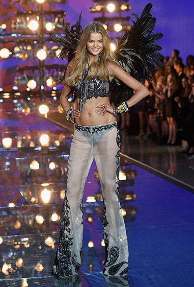 Kate Grigorieva makes for one hell of a cute rock angel.