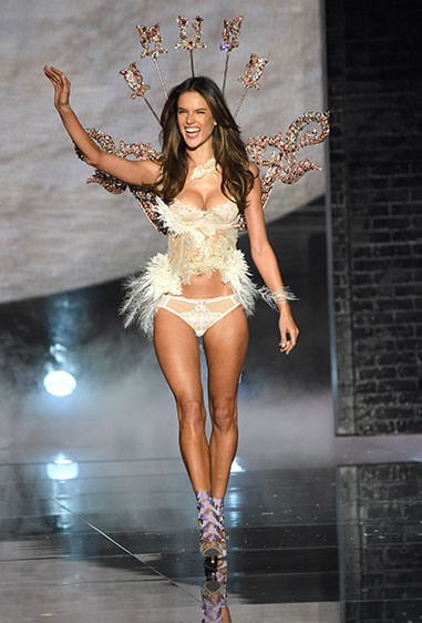 Alessandra Ambrosio is an absolute boss lady when it comes to the VS show. Just look at her owning that runway!