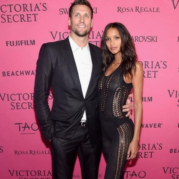 Lais Ribeiro had her basketballer boyf, Jared Homan, right by her side at this year's VS Fashion Show. Cuteness level off the radar!