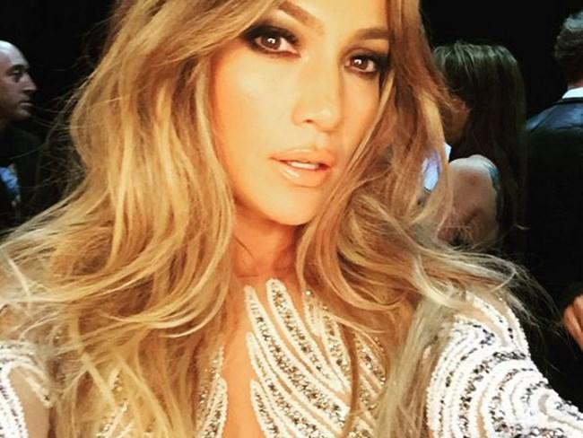 Jennifer Lopez's selfie trick is GENIUS