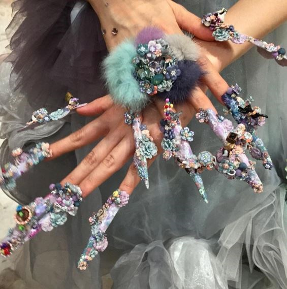 "Flower power! Mind blown... [SOURCE: Cosmopolitan UK](http://www.cosmopolitan.co.uk/beauty-hair/nails/news/a39671/nail-expo-nail-art/|target=""_blank"")"