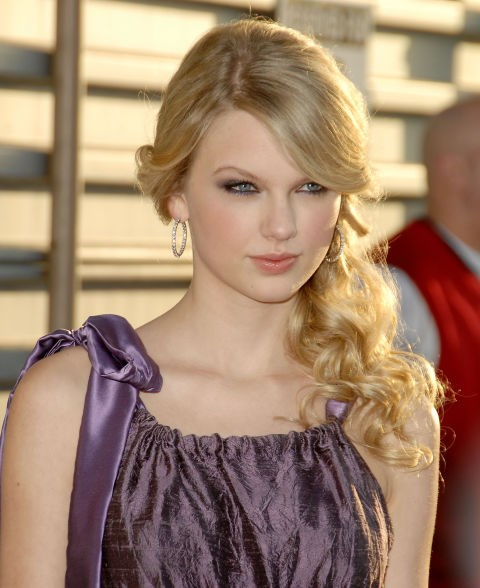 **APRIL 27, 2008** At Hollywood Life magazine's Young Hollywood Awards.