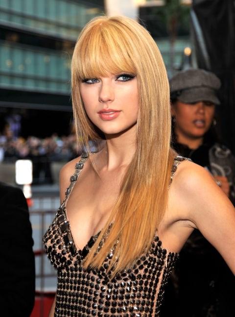 **NOVEMBER 21, 2010** At the 2010 American Music Awards.