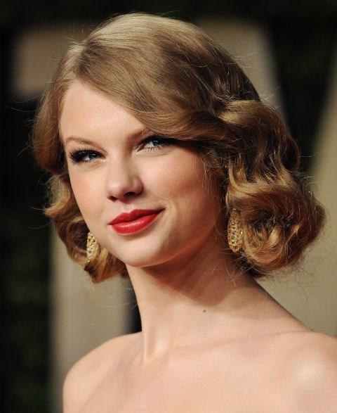 **FEBRUARY 27, 2011** At the 2011 Vanity Fair Oscar party.
