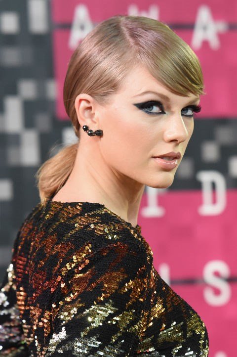 "**AUGUST 30, 2015** At the 2015 MTV Video Music Awards. [SOURCE: ELLE US](http://www.elle.com/beauty/g27312/taylor-swift-beauty-evolution/|target=""_blank"")"