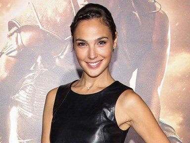Gal Gadot looks hot AF in first 'Wonder Woman' pic