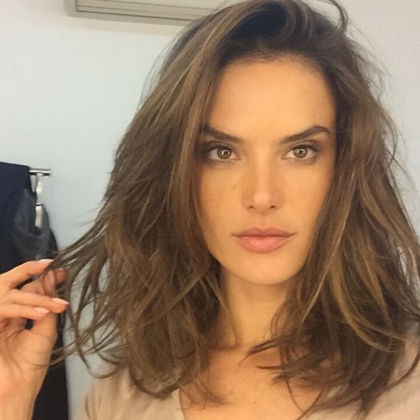 The lob is officially still 'in', people! We're loving this shoulder-length look.