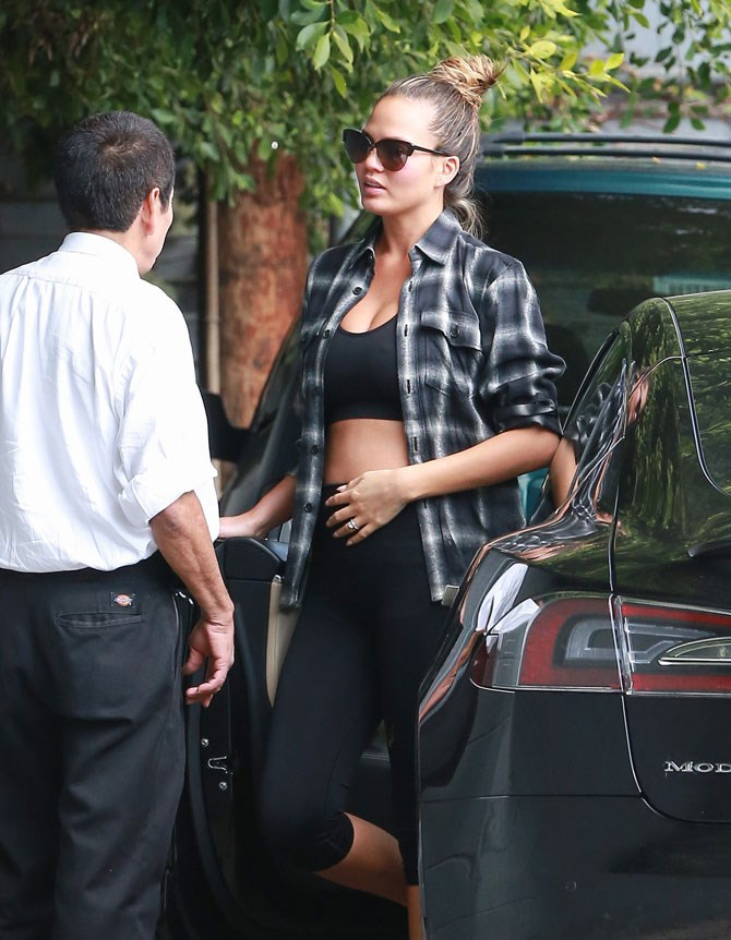 Showing off her bump in her active-wear.