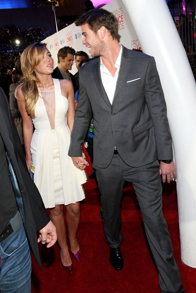 So much hand-holding happening at the 2012 People's Choice Awards.