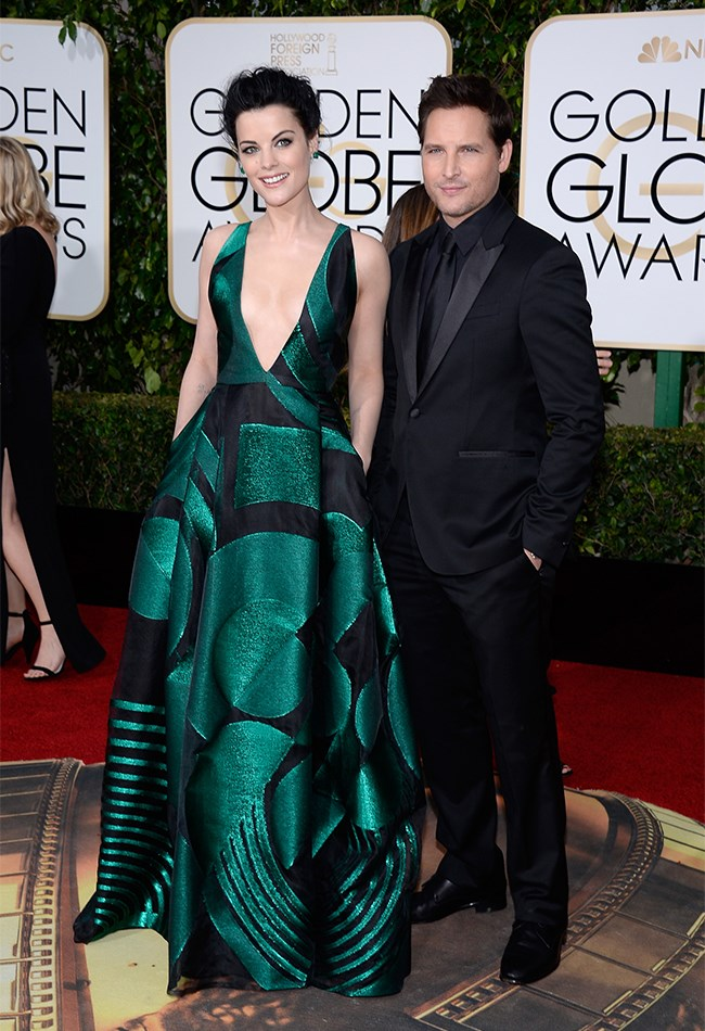 Jaimie Alexander looks AHMAZE in this emerald green and black Genny gown with deep plunging neckline. Sorry, Peter Facinelli, you look handsome and all, but Jaimie has stolen the show with this one.