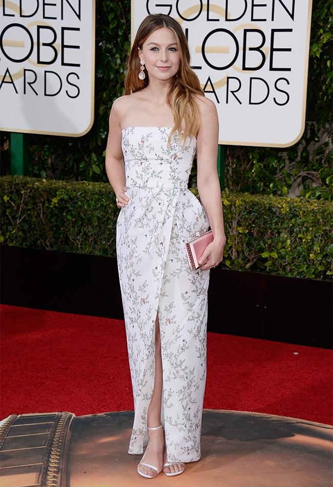 Melissa Benoist is a breath of fresh air in this white, printed Monique Lhullier column gown, pale pink earrings and deliciously natural makeup.