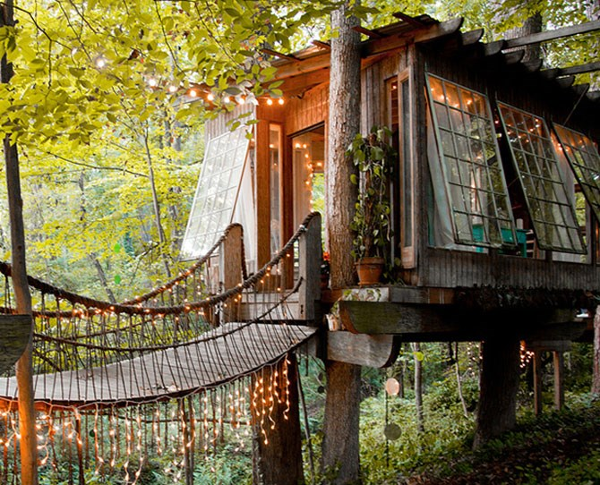 "SECLUDED INTOWN TREEHOUSE: ATLANTA, GA This quaint treehouse for two is currently the site's most requested property. More information [here](https://www.airbnb.com/rooms/1415908|target=""_blank"")."