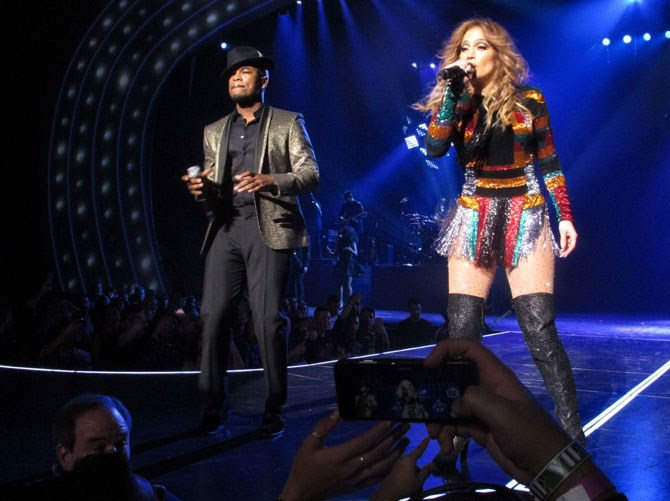 And Ny-Yo! Ne-Yo was there! But he couldn't distract us from the colour explosion happening on JLo's body.