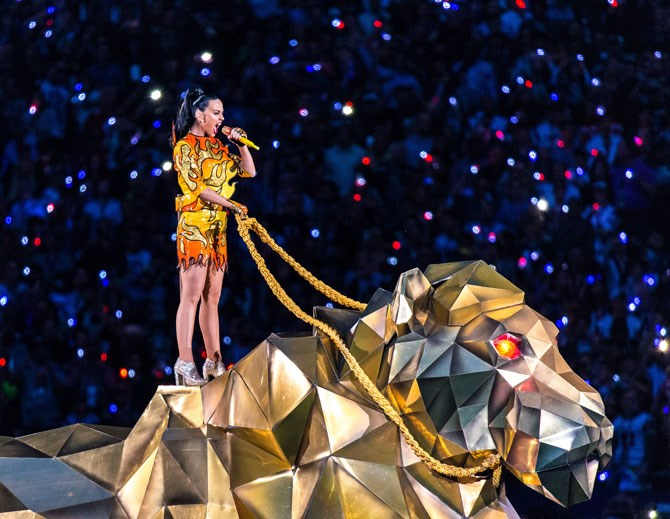 Katy Perry delivered a spectacular performance of 'Roar' in 2015.