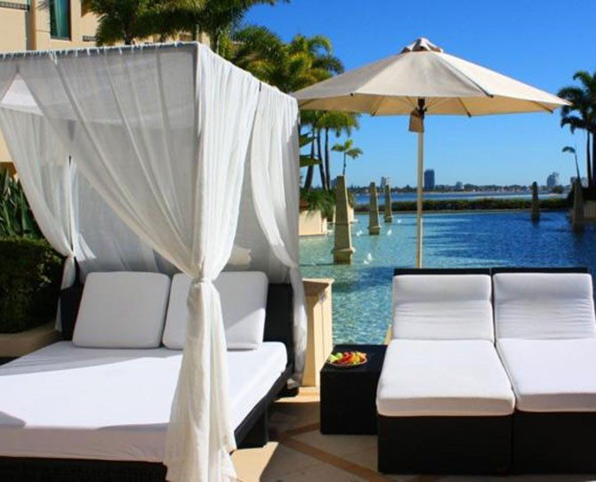 "**[Palazzo Versace, Queensland ](http://www.booking.com/hotel/au/palazzo-versace.html?label=gen173rf-13CAsoD0IPcGFsYXp6by12ZXJzYWNlSDFYA2gPiAEBmAExuAEGyAEM2AEB6AEBogITY29zbW9wb2xpdGFuLmNvbS5hdQ;sid=60b77c1870ac9890588fce0f935cb988;dcid=12;dist=0&sb_price_type=total&type=total&|target=""_blank"")   **Donatella Versace's Palazzo Versace lies between the beautiful Pacific Ocean and Gold Coast Broadwater, offering spectacular architecture and custom furnishings. This fashion-brand hotel has an Aurora Spa Retreat, a 24-hour fitness and well-being center, a private marina and its very own Versace Boutique. Guests are invited to dine at any of the hotel's three award-winning restaurants. Enjoy contemporary Australian flavors at Vie Bar and Restaurant, fresh seafood fare at II Barocco Restaurant or one-hat cuisine at the exquisite Vanitas.     *Image supplied by Booking.com *"