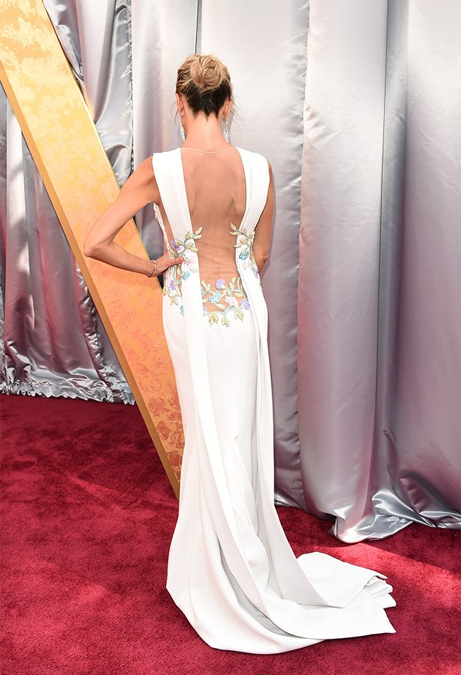 "Oooh, one of those dresses that looks even [better from the back!](http://www.cosmopolitan.com.au/fashion/fashion-trends/2016/2/oscars-dresses-from-back/|target=""_blank"")"