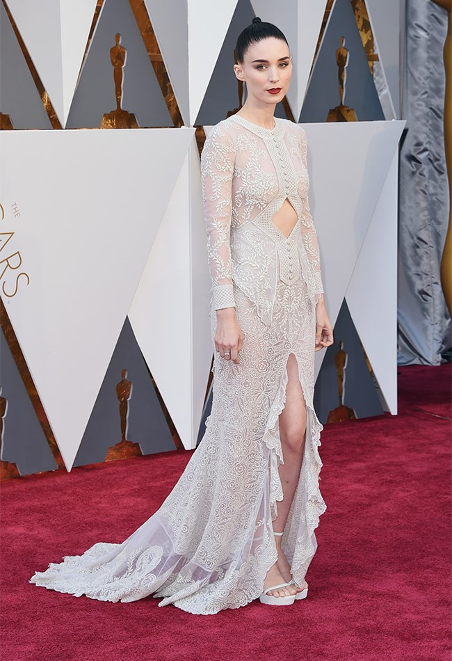 Rooney Mara looks INCREDIBLE in this white, embroidered gown. She's so moody and romantic and mysterious that we just can't even deal. But we will. Cause we love her.