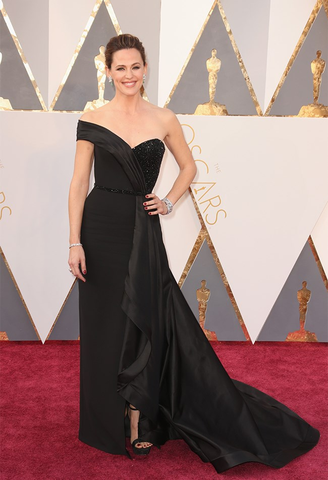 Jennifer Garner looks so damn classy we're starting to question every fashion choice we've ever made.