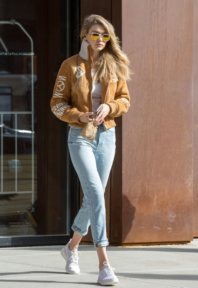Jeans + shearling jacket + bombshell hair flip = *#FLAWLESS.*