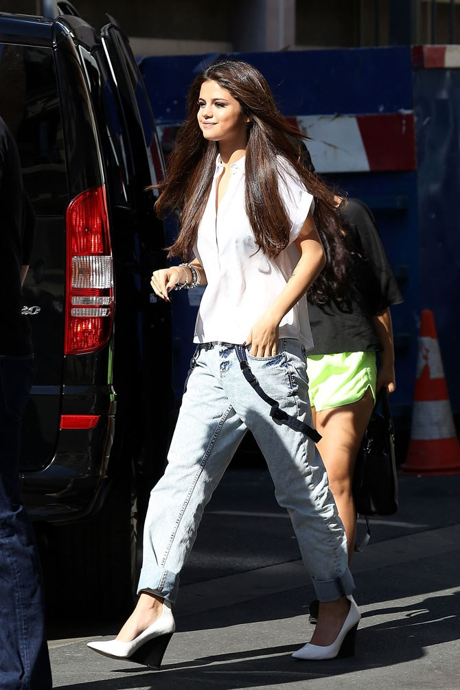 SO cute in baggy jeans, made a little bit fem with white wedges.